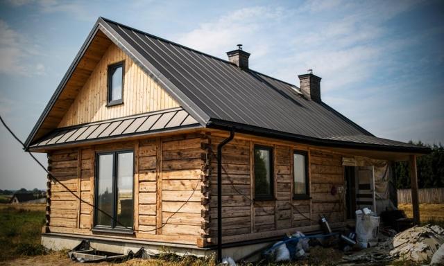Ponudba kritine - kovinska kritina na stanovanjskem objektu