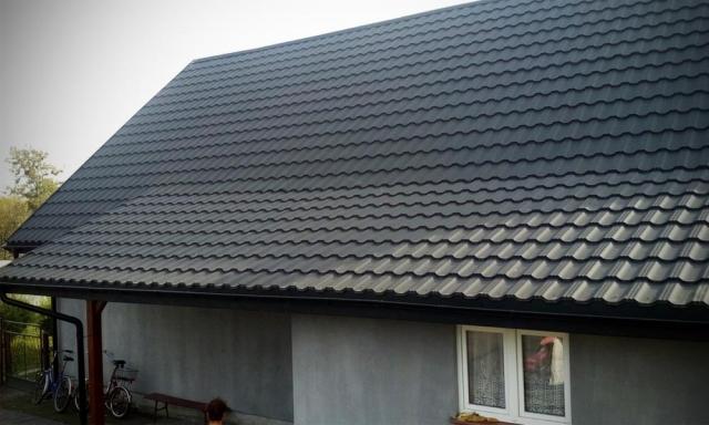 Hiša s kovinsko kritino